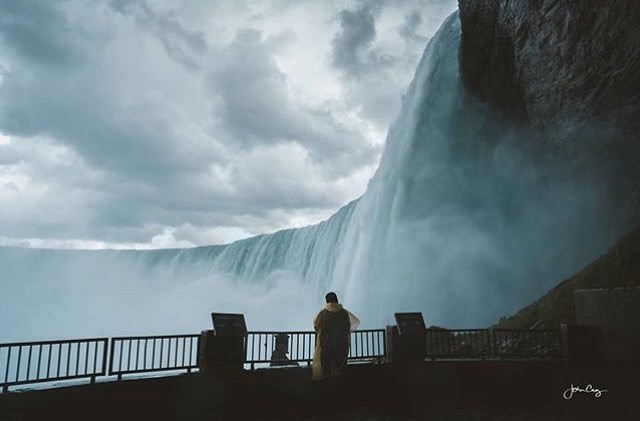 In awe of Horseshoe Falls 💦 Photo: @_cruzaroundtheworld_ #NiagaraParks