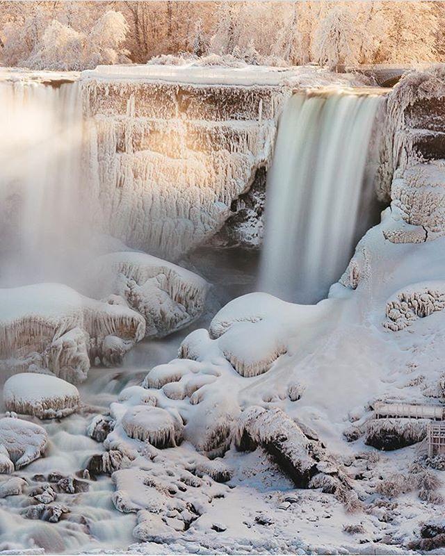 A frosty #WaterfallWednesday courtesy of @smaku ⛄️