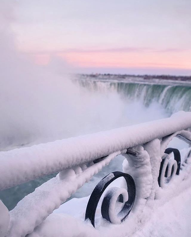 Niagara Falls or Narnia? ❄️☃️ Photo: @punkodelish  #NiagaraParks