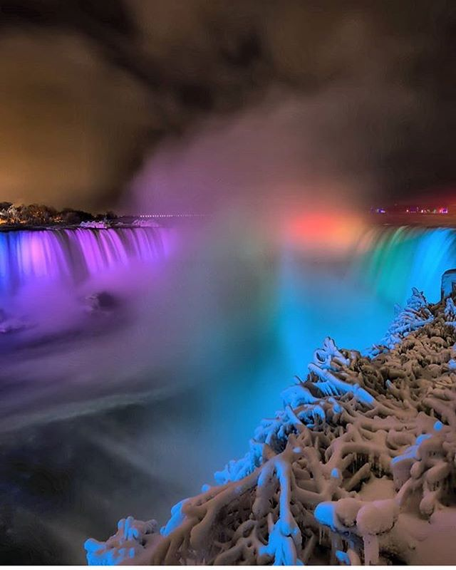On September 14, 1860, Niagara Falls was illuminated for the first time to comme