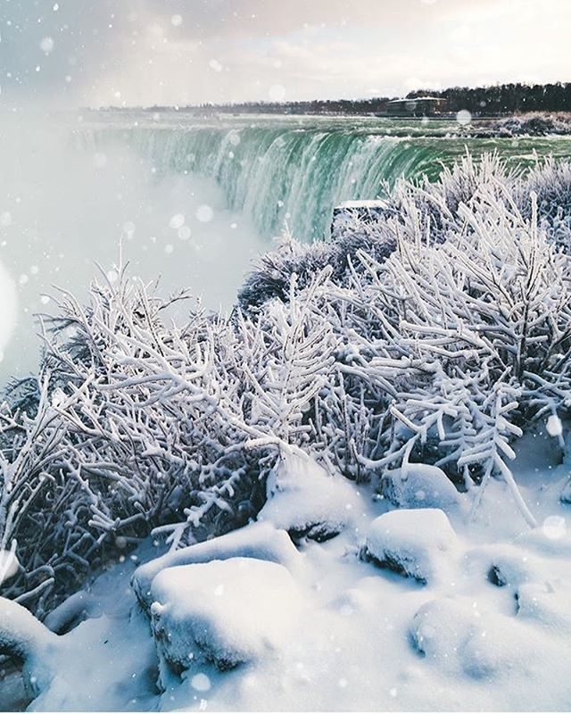 Winter has returned to Niagara ❄️☃️ Photo: @vincentzhangyi  #NiagaraPark