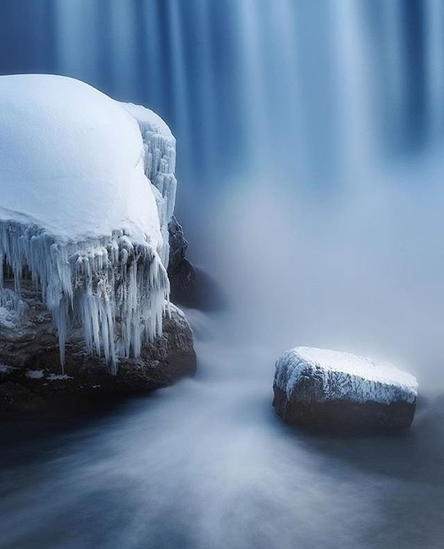 Frozen giants at the base of Horseshoe Falls ❄️ Photo: @richramos  #NiagaraP